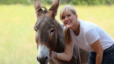 Rachel Anne Ridge talks donkeys and neighboring on Mom Struggling Well